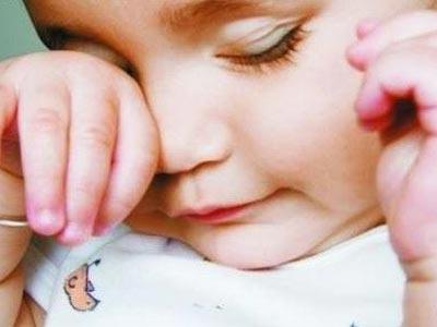 孩子过敏性鼻炎眨眼睛