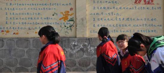 中国拟修法明确:提倡一对夫妻生育两个子女