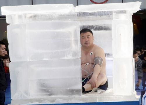 """低溫來襲凍成狗 盤點全球最瘋狂""""抗凍人"""""""